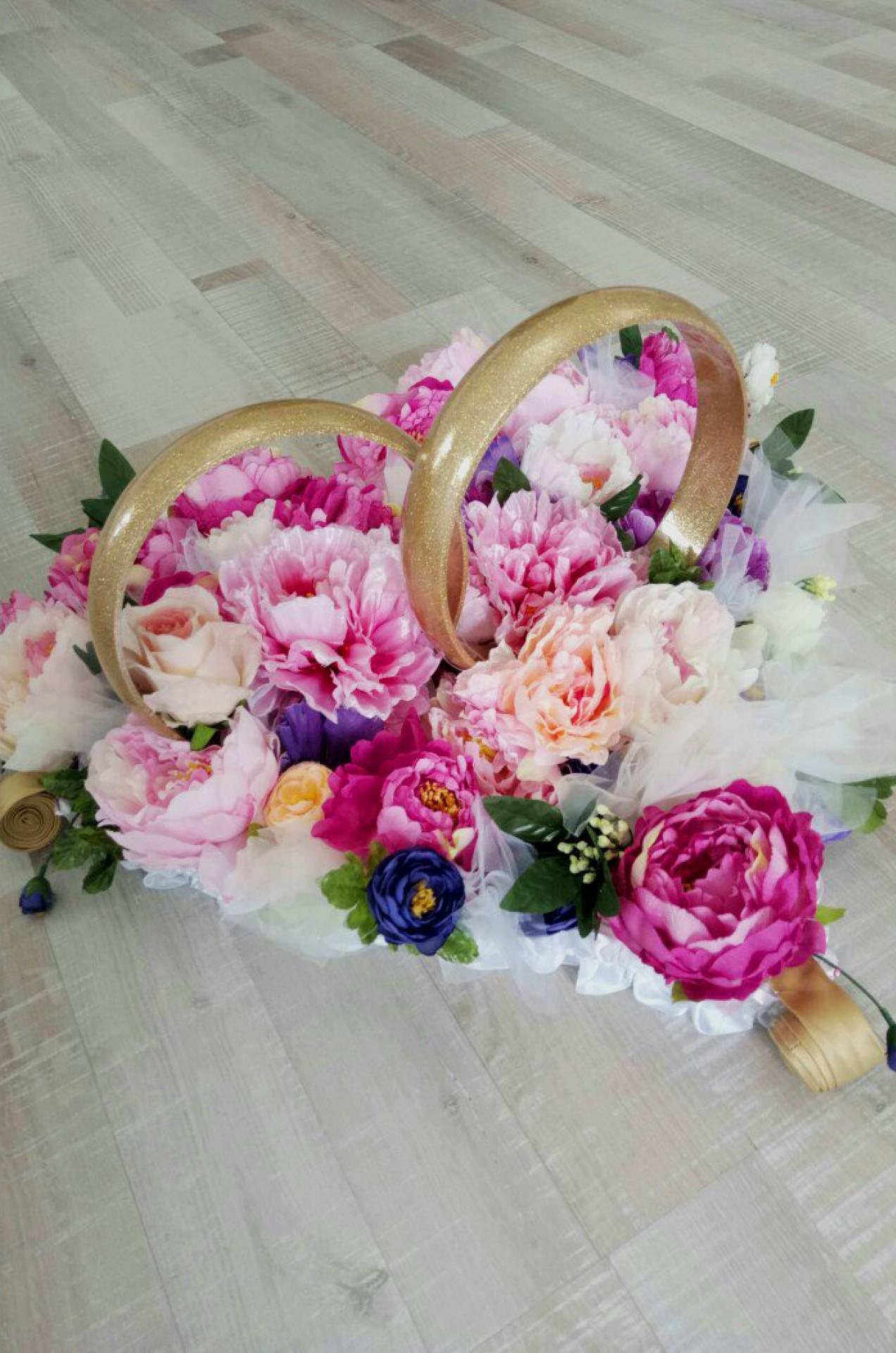 Сердце из цветов на машину